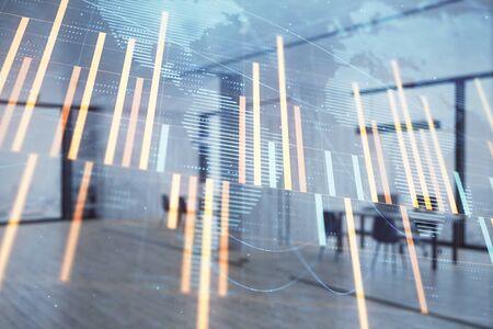 Gráfico del mercado de valores y bonos y mapa mundial con el interior de la oficina del banco de mesa de operaciones en el fondo. Exposición múltiple. Concepto de finanzas internacionales Foto de archivo