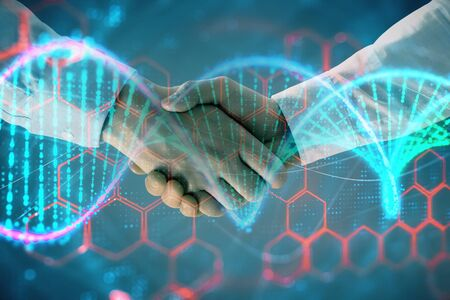 Exposición múltiple del holograma de ADN sobre fondo abstracto con apretón de manos de dos hombres. Concepto de bioingeniería Foto de archivo