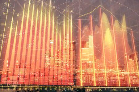 Doppia esposizione del grafico finanziario sullo sfondo del centro città di Mosca. Concetto di analisi del mercato azionario