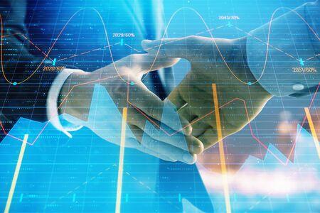 Doppelbelichtung des Finanzdiagramms auf dem Stadtbildhintergrund mit dem Händedruck von zwei Geschäftsleuten. Konzept der Finanzanalyse und Investitionsmöglichkeiten Standard-Bild