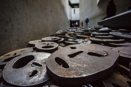 hojas: Shalechet, -hojas caidas-, instalacion artistica de Menashe Kadishman, Museo Judío de Berlín,diseñado por el arquitecto polaco Daniel Libeskinds , Berlin, Alemania, Europe