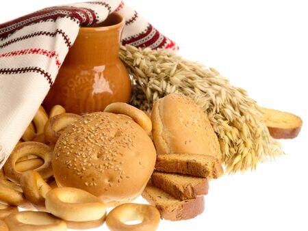 biscotte: biscottes et pain d�licieux pain ring sur fond blanc