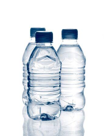 purified: primavera purificado de agua mineral en las botellas con la reflexi�n  Foto de archivo