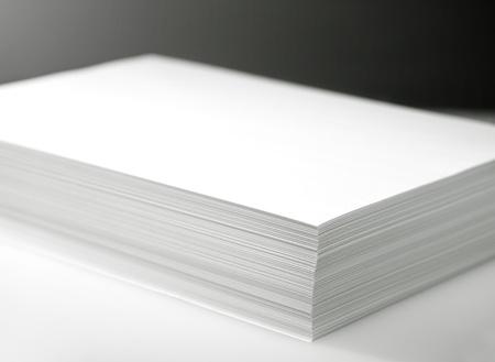 estampado: Pila de la impresora blanco y papel de fotocopiadora