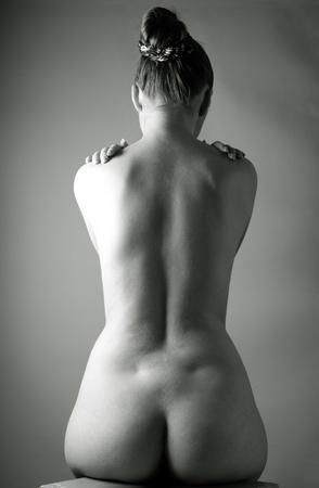 desnudo: Mujer adulta bonita retrato desnudo