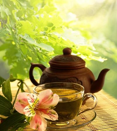 Tee-Zeremonie. Grüner Tee, Blumen-und Teekanne