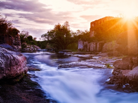 cascade range: Summer evening on the mountain river with old palace ruines on background Stock Photo