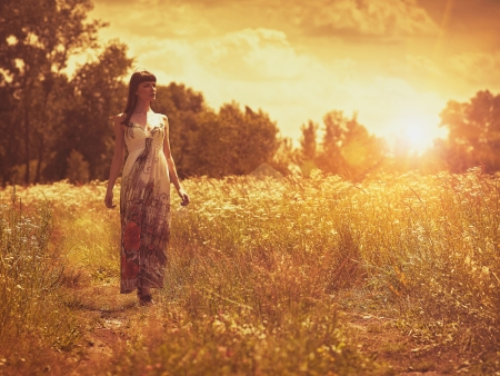 back country: On the meadow, female portrait under the evening sun Stock Photo