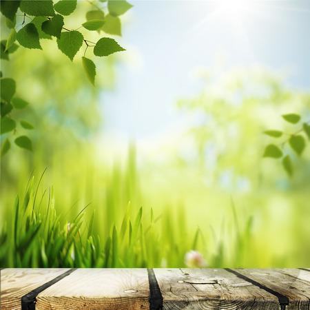 Abstracte natuurlijke achtergronden met houten bureau