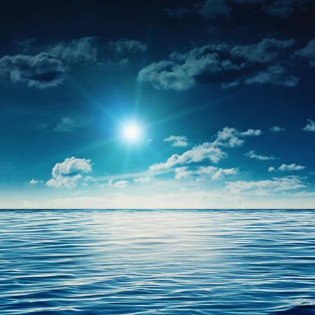 mediodía: Mediod�a la belleza en el mar de verano, fondos abstractos naturales