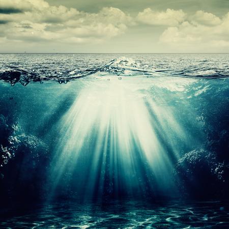 Onder het zeeoppervlak, abstracte natuurlijke achtergronden