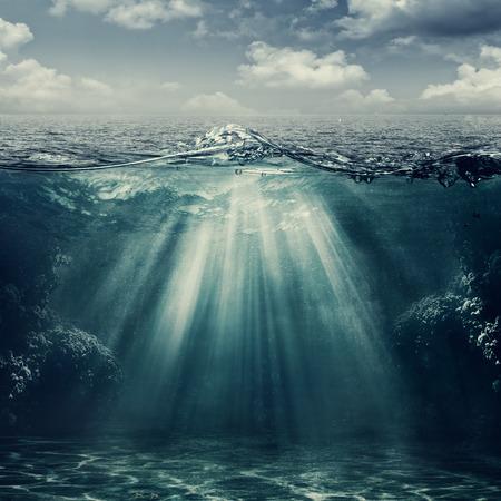 vis�o: Estilo retro paisagem marinha com vista subaqu�tica