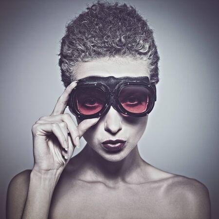 Beleza: Aviador. Retrato fêmea da beleza com óculos piloto. Imagens