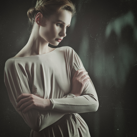 junge nackte mädchen: Retro styled female portrait with lens flares and scratches