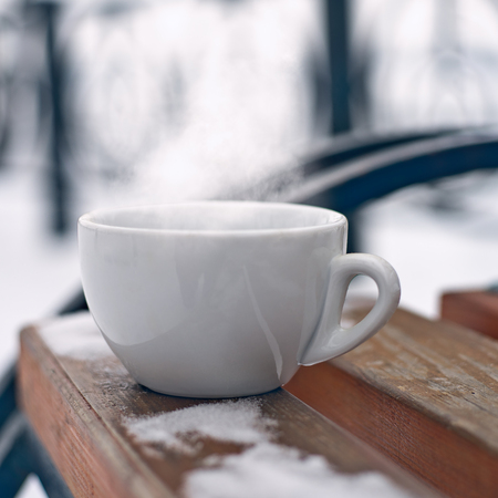 Cup of fresh hot coffee. Drink it now, enjoy the taste and scent Standard-Bild - 119521650