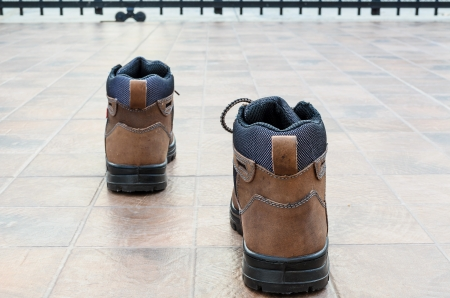 Safety shoes with forward step