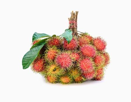 frutas rambutan, favorito fruta tailandesa no fundo branco