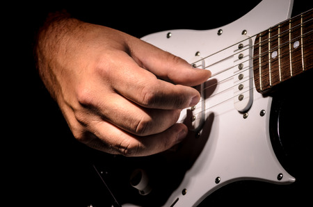 play hands the guitar