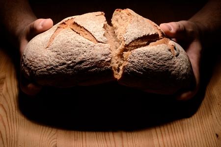 Breaking bread Imagens