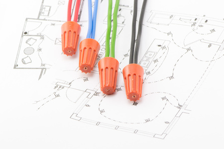 Four soedinitelya- wire nuts lie on the wiring diagram