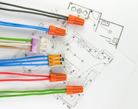 reliably: The electrical terminal-block with wires