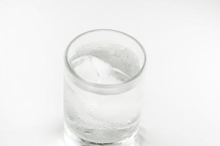 gin: Gin tonic with ice