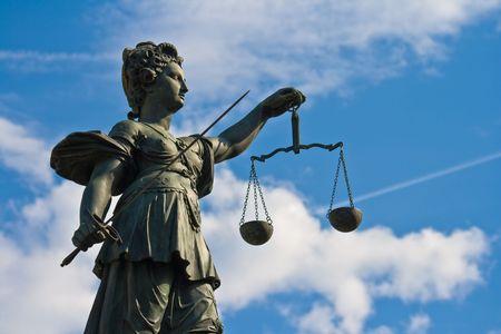 dama justicia: Estatua de la Se�ora Justicia en Frankfurt, Alemania  Foto de archivo