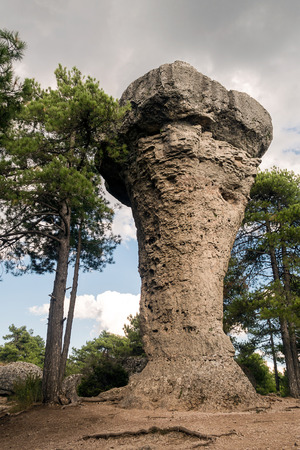 매혹적인 도시 쿠 엥카에서 카스티야 라 만차, 스페인의 독특한 암석의 이미지 스톡 콘텐츠 - 85635058