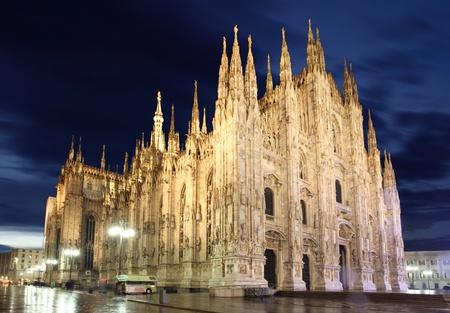 Duomo di Milano storica cattedrale nella notte photo