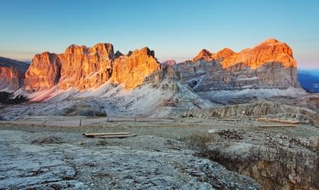 Vista panoramica delle montagne Dolomiti - Gruppo Tofana di Tores - Italia Archivio Fotografico