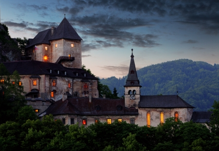 ghost rock: Beautiful Slovakia castle at sunset -  Oravsky hrad