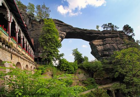 czech switzerland: Veduta di Pravcicka brana - il più grande porta naturale d'Europa