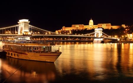 cadenas: Budapest Chain Bridge, Hungría Foto de archivo