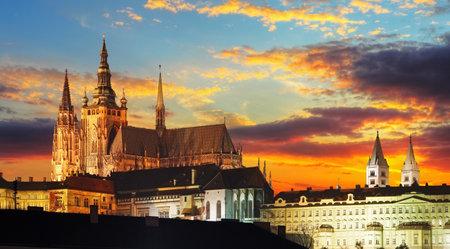 Kasteel van Praag bij zonsondergang, Tsjechische republiek Redactioneel