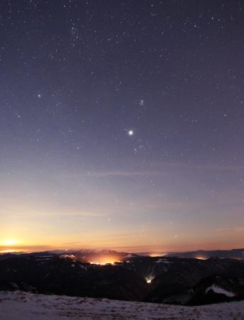 noche estrellada: puesta del sol el cielo de fondo estrella de luz del amanecer naturaleza