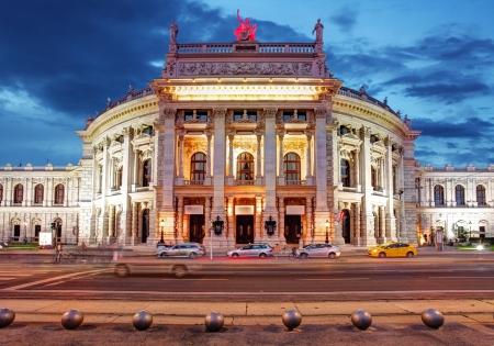 Theater Burgtheater Wien, Österreich in der Nacht Standard-Bild