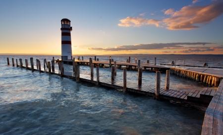 Leuchtturm am Neusiedler See bei Sonnenuntergang