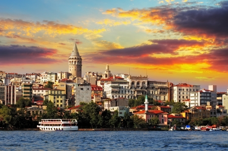 pavo: Estambul al atardecer - distrito de G�lata, Turqu�a