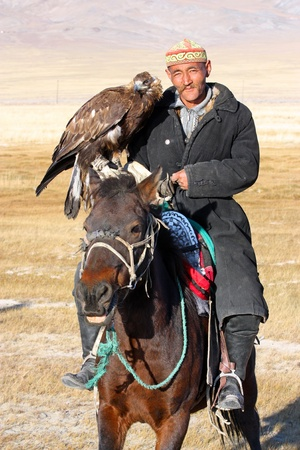 nomadism: MONGOLIA - 25 JULY  The senior Mongolian  - horseman in traditional clothing with golden eagle during the festival of name  The Golden Eagle Festival  July 25, 2011, Mongolia - desert Editorial