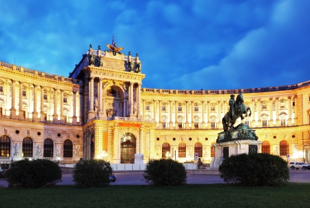 wiedeń: Vienna Hofburg Imperial Palace w nocy, - Austria Zdjęcie Seryjne