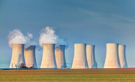 gasoline station: Centrale nucleare con le nuvole Archivio Fotografico