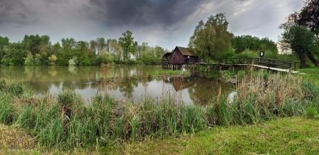 molino de agua: Antiguo molino de agua de madera Foto de archivo