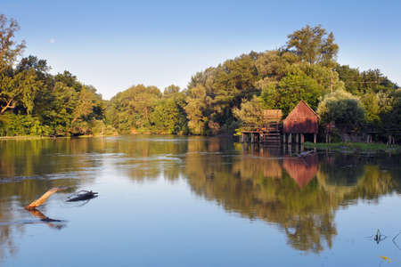 molino de agua: Campamento cerca del peque?o r?o Danubio Foto de archivo