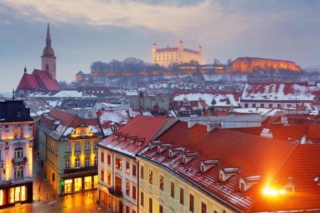 브라 티 슬라바의 파노라마 - 슬로바키아 - 동부 유럽의 도시 스톡 콘텐츠