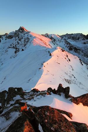 겨울 풍경, Kasprowy Wierch는 서쪽 Tatras에있는 산이다. 스톡 콘텐츠 - 25101750