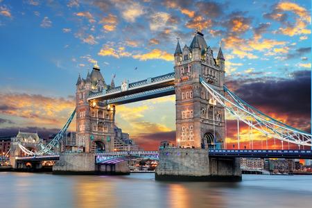 英国、ロンドンのタワー ブリッジ 写真素材