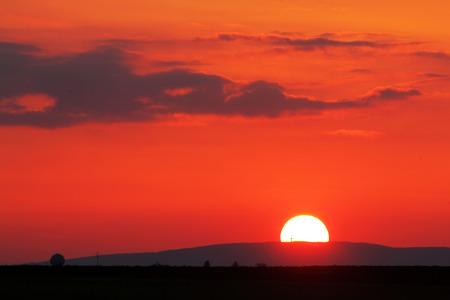 horizont: Orange - red sunset over horizont