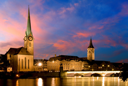 munster: The night view of the Fraumunster in Zurich