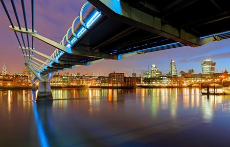 st pauls: Millenium Bridge in London, England