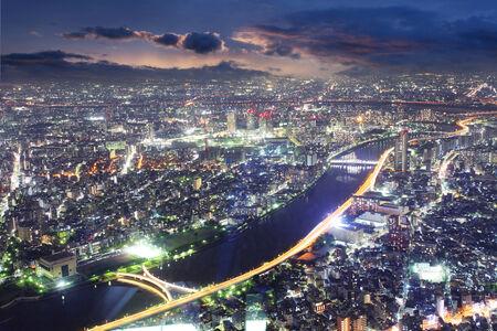 東京タワー、日本から夜の東京のスカイラインのパノラマ 写真素材